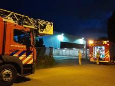 Brand in bedrijfspand in Enschede, brandweer heeft situatie snel onder controle