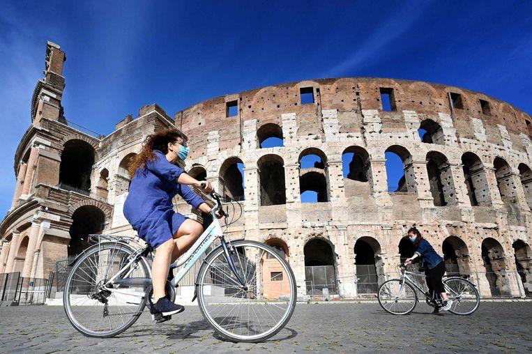 Op de fiets bij het Colosseum. Beeld AFP