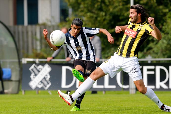 Gino Bosz (hier tegen Hercules) zette Jong Vitesse zondag op 0-1 uit een strafschop.