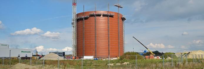 Het Antwerpse Vlaeynatie bouwt momenteel een grote suikersilo op de Axelse vlakte.