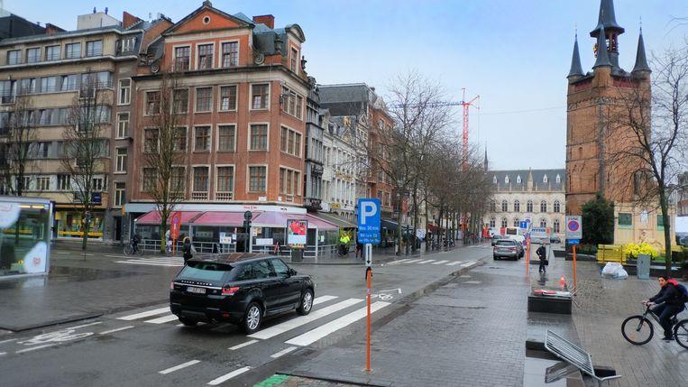 De 45-jarige man stierf aan een bankje op de Grote Markt in Kortrijk. Beeld Henk Deleu