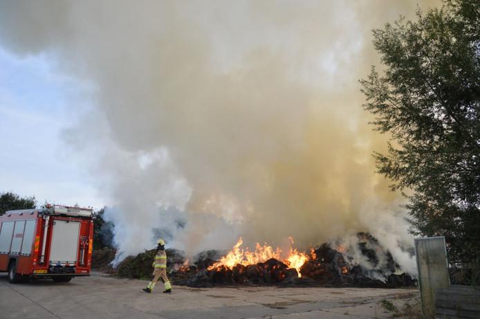 Grote compostbrand in Scheerwolde.