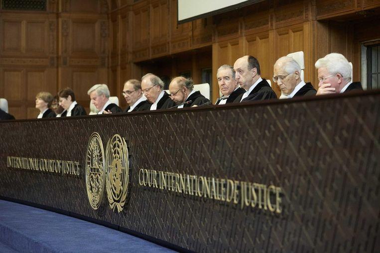 De jury in Den Haag die Japan vandaag op de vingers tikte. Beeld epa