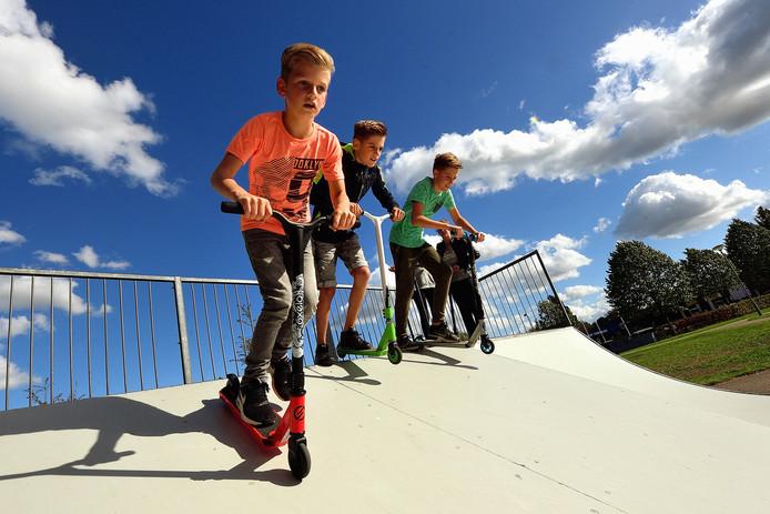 Kids vinden dat de skatebaan aan de kristallaan is verloederd.
