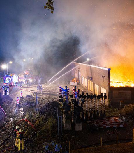 Pand illegale sigarettenfabriek in Hattem definitief in rook op bij grote brand