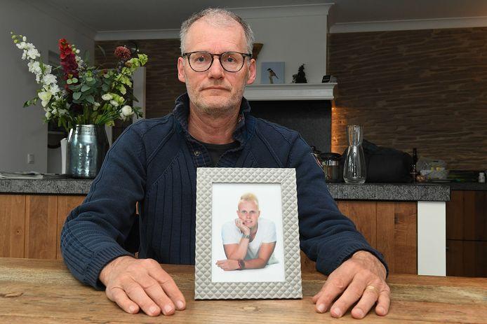 Guido van Oorschot uit Boxmeer verloor zijn zoon Dennis op jonge leeftijd aan drugs.