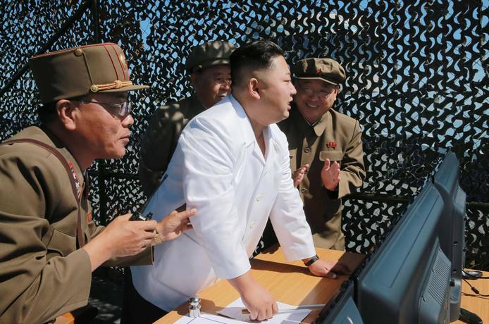 Kim Jong-un bij een test met een raket.