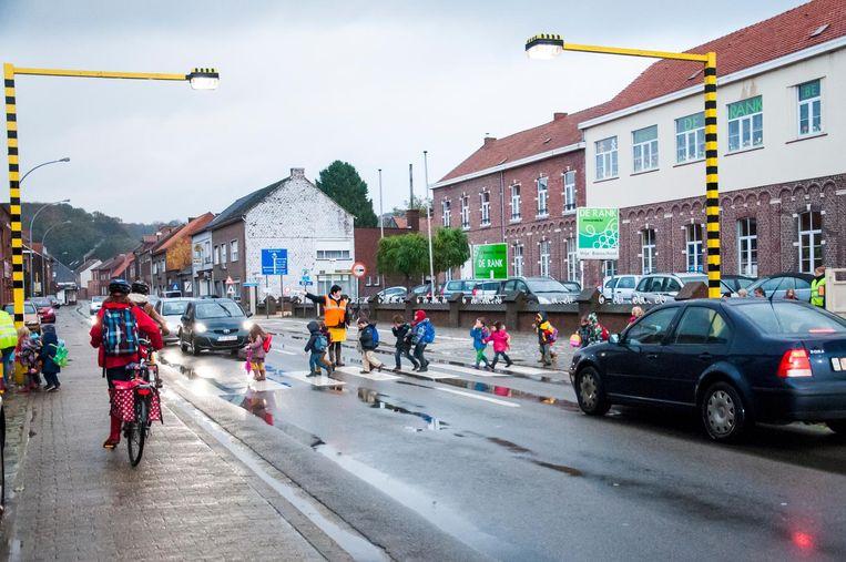 Al minstens 10 jaar lang wordt aangekondigd dat de Aarschotsesteenweg in de dorpskern van Wezemaal zal worden heraangelegd.