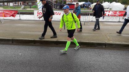 Andy wandelt 110km op 20 uur tijd op Levensloop