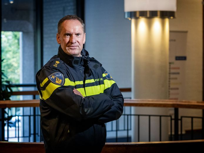 De Haagse politiechef Paul van Musscher werd persoonlijk bedreigd door de Barendrechter.