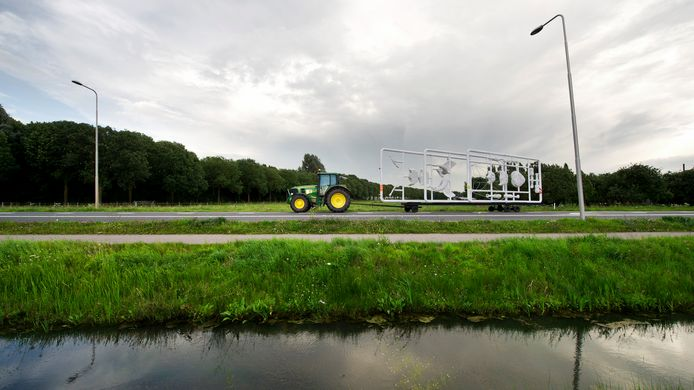 Landbouwverkeer op de Van Heemstraweg.