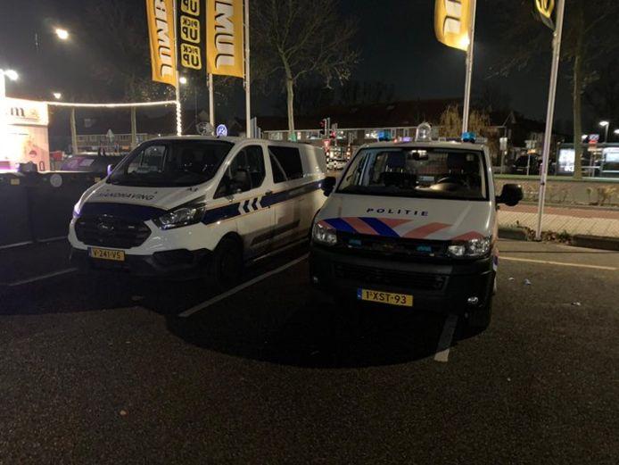 Verkeerscontrole aan de Merwedestraat in Dordrecht.