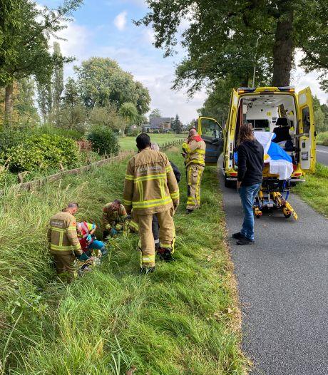Fietser raakt gewond bij val met driewieler in greppel Beemte-Broekland