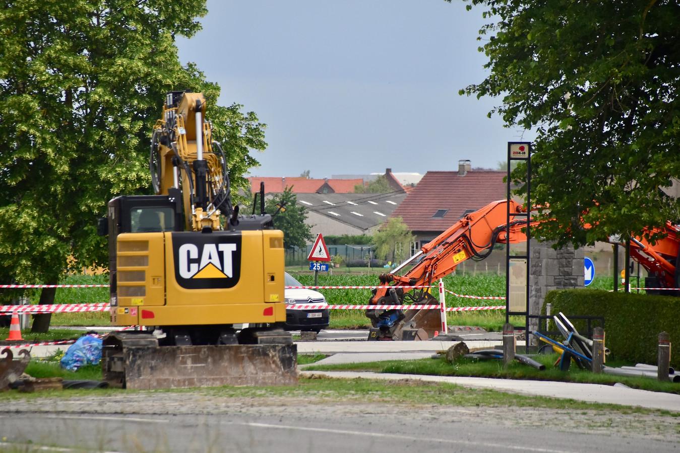 Het gaslek deed zich voor bij graafwerken op het kruispunt van de Brugseweg met de Zonnebeekseweg in Langemark.