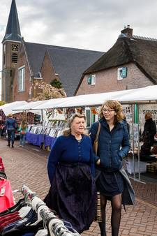Pas op de Jaarmarkt van Staphorst leer je hoe je worst snijdt