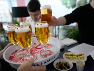 "AB Inbev eist heropening cafés en restaurants op 1 april: ""Het is nu of nooit"""