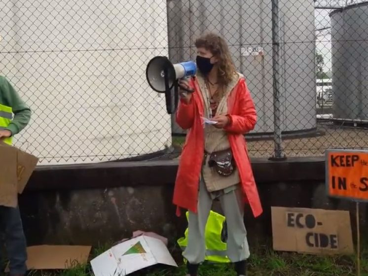 Actievoerders slaan klimaatalarm in Arnhem: 'Shell must fall'