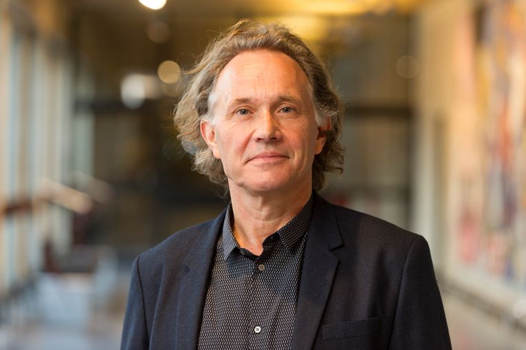 Jos de Mul (1956) is hoogleraar filosofie van mens en cultuur te Rotterdam. Hij schreef onder meer 'Cyberspace odyssee'. Beeld -