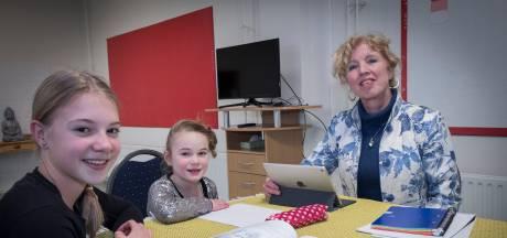 Jacqueline en Frans helpen kinderen met huiswerk: 'Zo bieden we ouders die het zwaar hebben hulp'