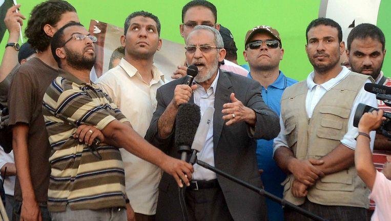 Mohamed Badie, de leider van de Moslim Broederschap, tijdens een toespraak. Beeld AP