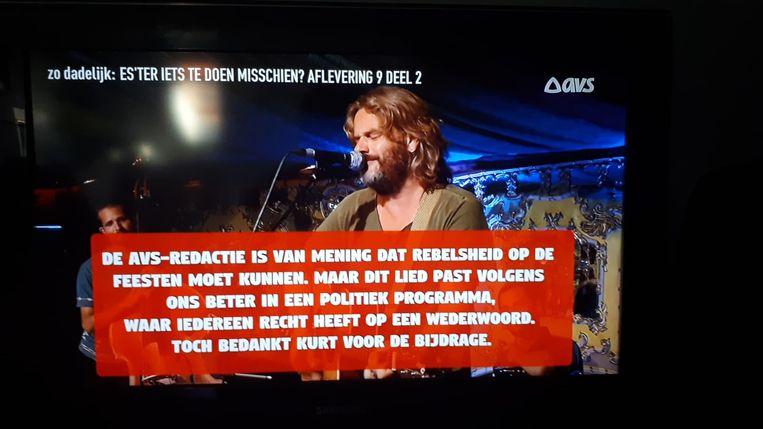 Kurts lied werd 20 seconden uitgezonden met op het scherm een rode banner waarin AVS zegt dat ze het lied niet passend vinden in hun programma.