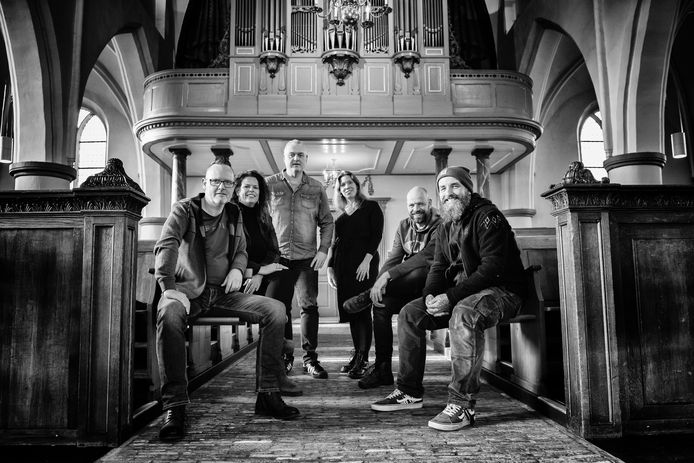 Vijf fotografen die exposeren in de Grote Kerk in Dalfsen.