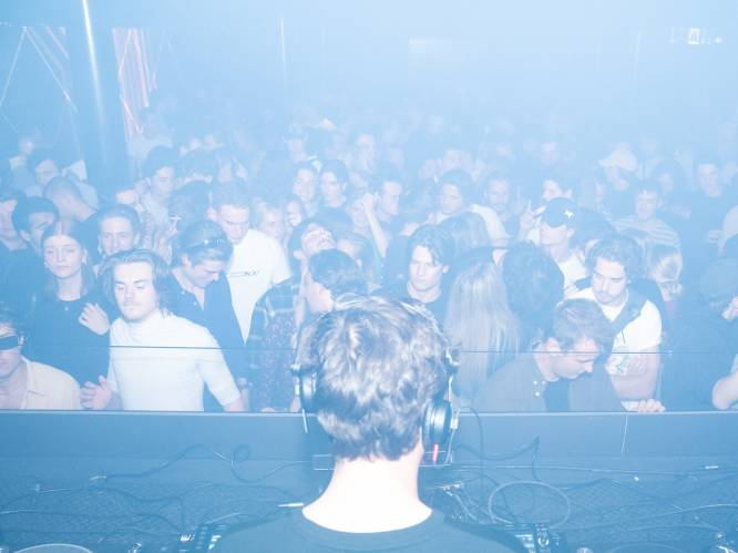 """""""Raven tot de laatste, de security zal mij moeten buiten gooien"""": Club Vaag opende deze nacht al als eerste in Antwerpen"""