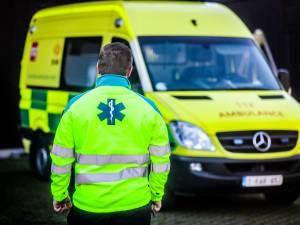 """Ambulancier (25) slachtoffer van zware agressie: """"Enige bekommernis was zo snel mogelijk uit ziekenwagen raken. Maar ik kon niet weg"""""""