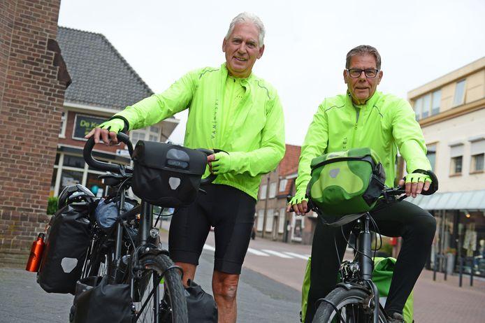 Jos Keizer uit Hengelo (links) vertrekt binnenkort met Jan Roozeboom uit Almelo vanuit Borne naar Rome. Op een normale fiets, zonder trapondersteuning.