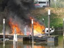 Explosie op jacht, zwaargewonde man moet van boot springen