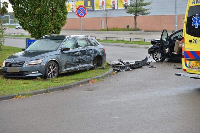 De grote schade aan de auto's aan de Huifakkerstraat in Breda.