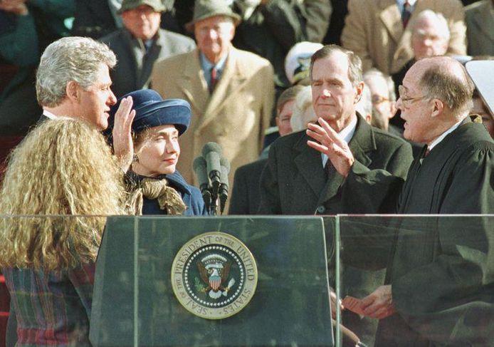 Le démocrate Bill Clinton a battu le président George Herbert Walker Bush en novembre 1992. Bush Senior regarde son successeur prêter serment le 20 janvier 1993.