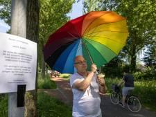 Hans uit Kampen wordt twee keer vlak naast zijn huis aangevallen door roeken: 'Doet behoorlijk zeer'