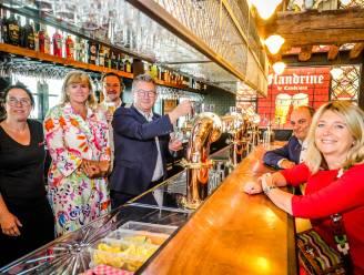 """Broodje vleeskroket en bitterballen op de kaart van café Flandrine op het Kraanplein: """"De gezelligheid van de Hollandse kroeg in het centrum van Brugge"""""""