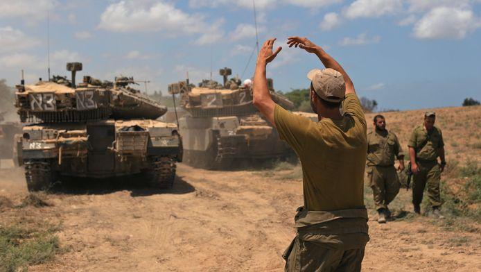 Des chars israéliens près de la frontière avec la bande de Gaza.