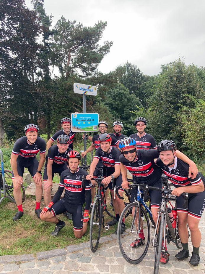 Elke donderdag maken de leden hun wekelijkse fietstochten.