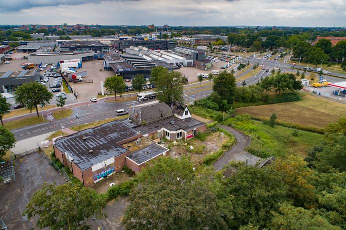 Voormalig zalencentrum De Vrolijkheid aan de Oude Meppelerweg, op de plek waar nu het foodcourt gebouwd wordt.