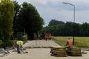2015: gemeente Haaren verwijdert vluchtheuvel en maakt een gelijkwaardige kruising zonder stopverbod. Dat laatste wordt na een reeks ongelukken weer van kracht.