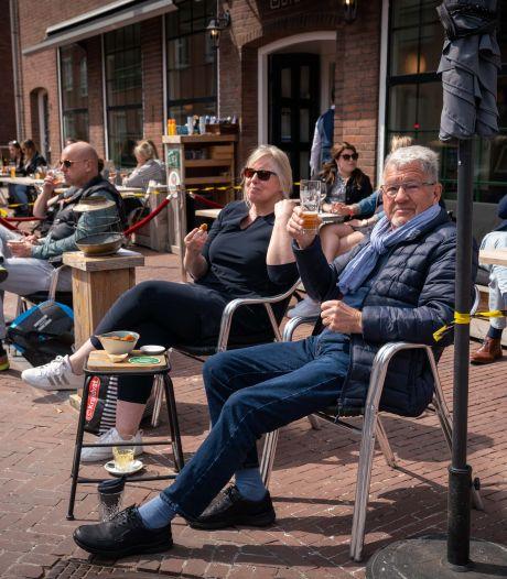 Betuwse terrassen snel gevuld: 'Ik kan de lokroep van een getapt biertje niet weerstaan'