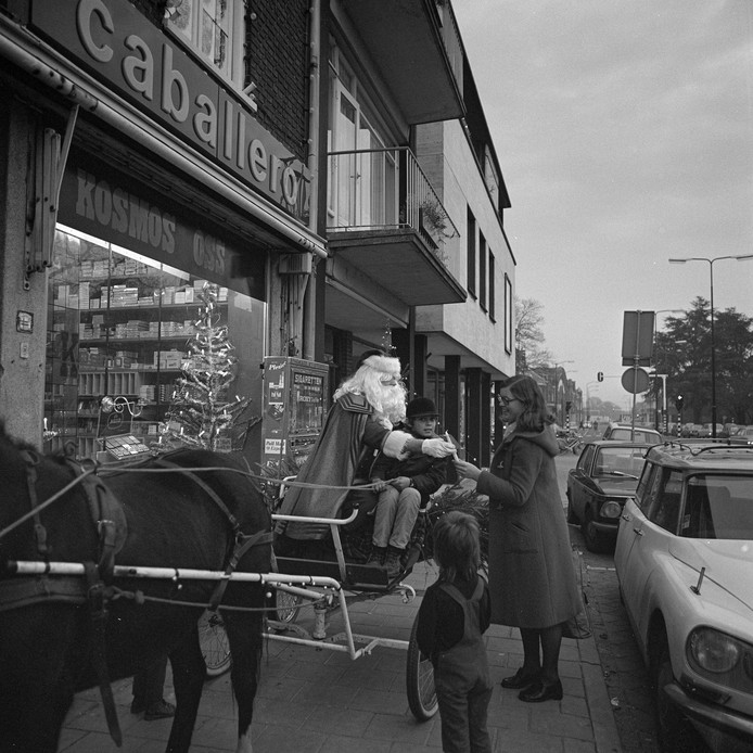 De Kerstman in de Molenstraat, 1973.