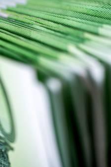 Katsjing! Speurhond vindt zes ton cash in verborgen ruimte van woning 65-plusser