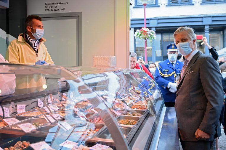 10 juni 2020. Koning Filip brengt een bezoek aan de markt in Waver. Beeld Photo News