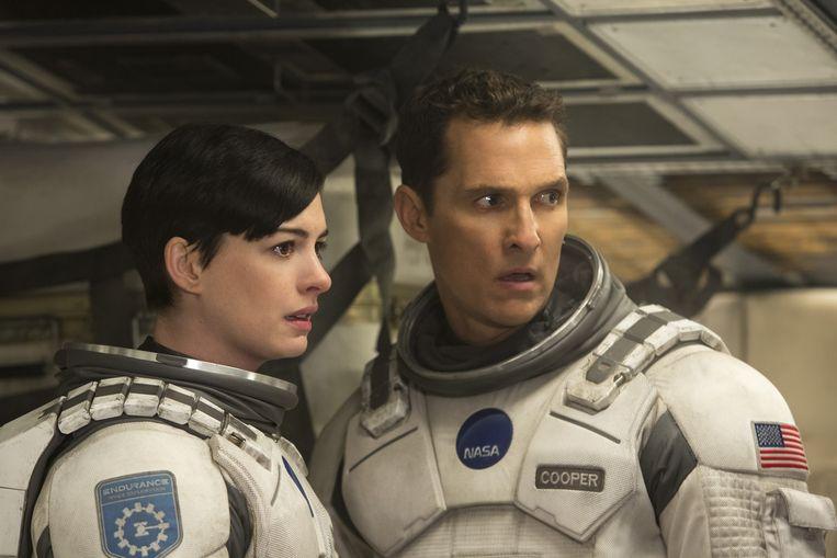 Anne Hathaway en Matthew McConaughey in Interstellar. Beeld Warner Bros.