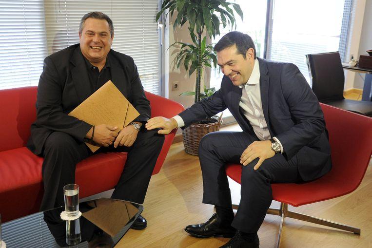 Alexis Tsipras (r.) met zijn coalitiepartner Panos Kammenos van de Onafhankelijke Grieken. Beeld REUTERS