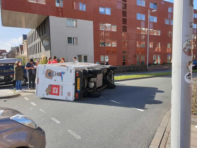 Omgewaaid in de Groningerstraat.