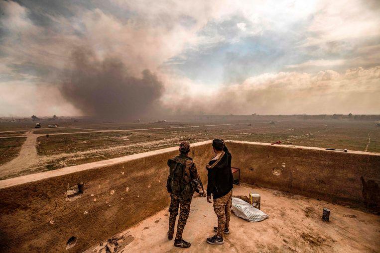 Twee soldaten van de Syrische Democratische Strijdkrachten. Beeld AFP