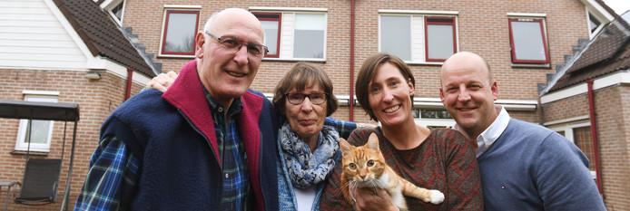 Ruud (68) en Wil (69) van Zwaan en Cees (38) en Veroniek (39) van Drogen zijn familie én buren.