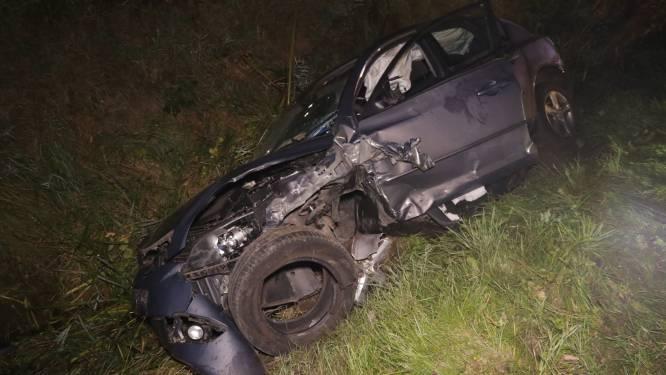 Wagen in de gracht na frontale botsing op Kieldrechtsebaan