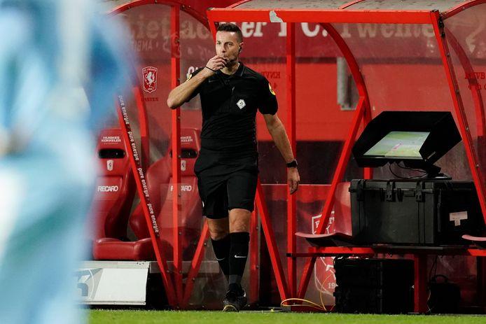 Pol van Boekel gaat af op de verkeerde beslissing van de VAR tijdens FC Twente - PSV.