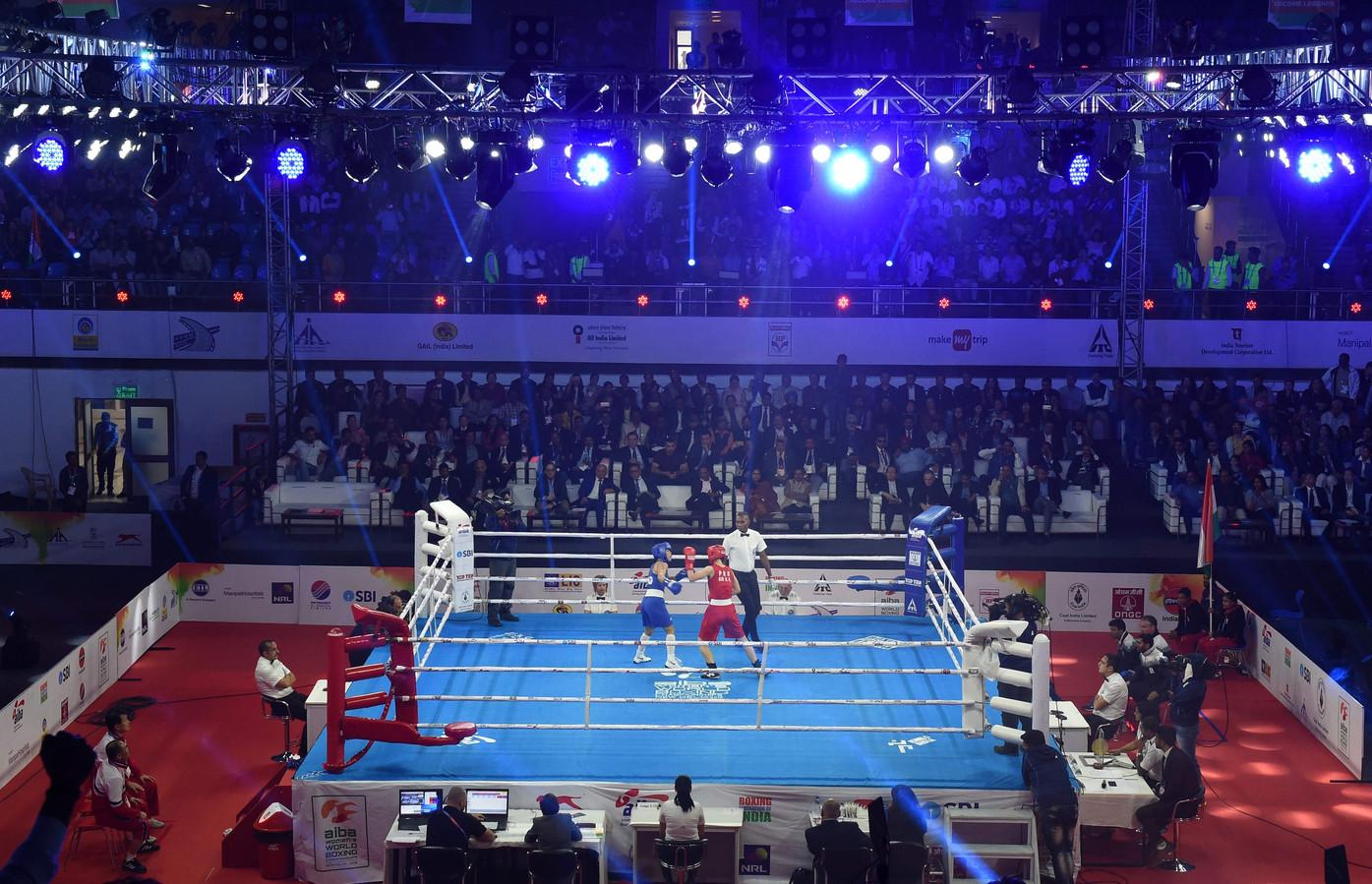 Een bokswedstrijd tijdens het wereldkampioenschap voor vrouwen tot 48 kilogram.